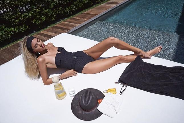 Người mẫu cao 1m80 Devon Windsor diện áo tắm tôn dáng 'vạn người mê' ảnh 2