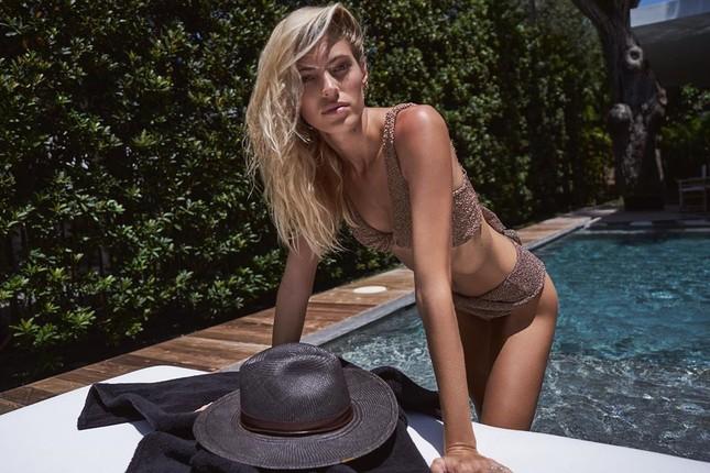 Người mẫu cao 1m80 Devon Windsor diện áo tắm tôn dáng 'vạn người mê' ảnh 7