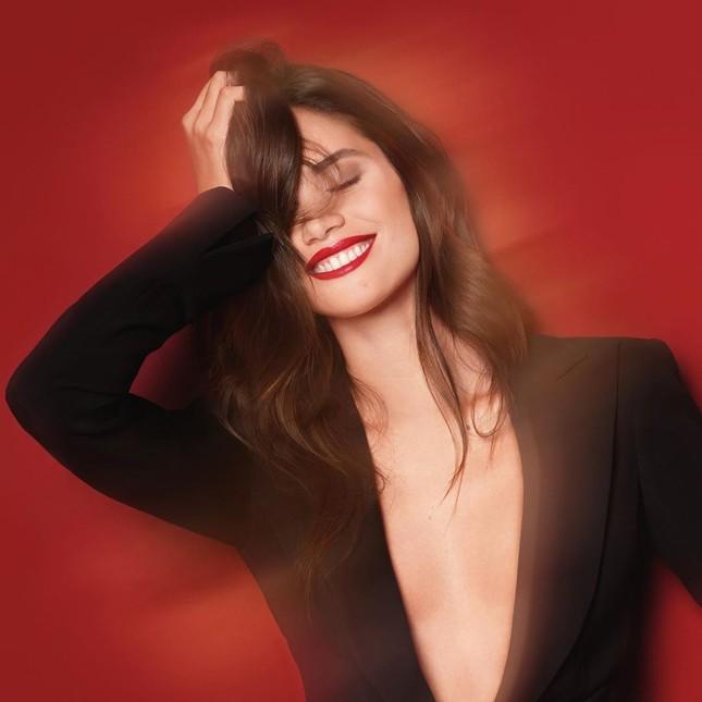 Sắc vóc đậm chất Latin nóng bỏng của mỹ nhân Sara Sampaio ảnh 8