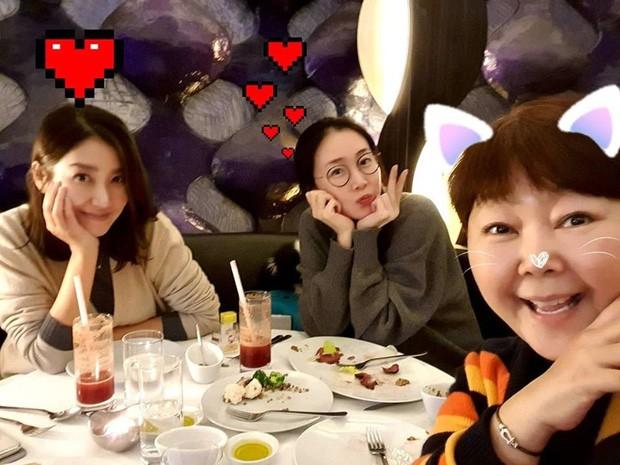 Đăng ảnh mang bầu ở tuổi 44, Choi Ji Woo được khen đẹp tựa tiên nữ ảnh 2