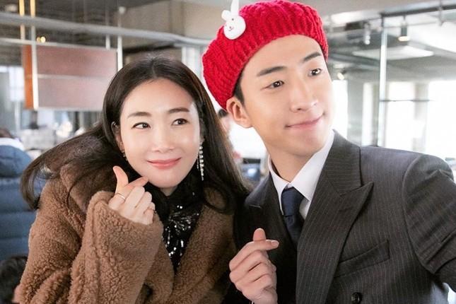 Đăng ảnh mang bầu ở tuổi 44, Choi Ji Woo được khen đẹp tựa tiên nữ ảnh 6
