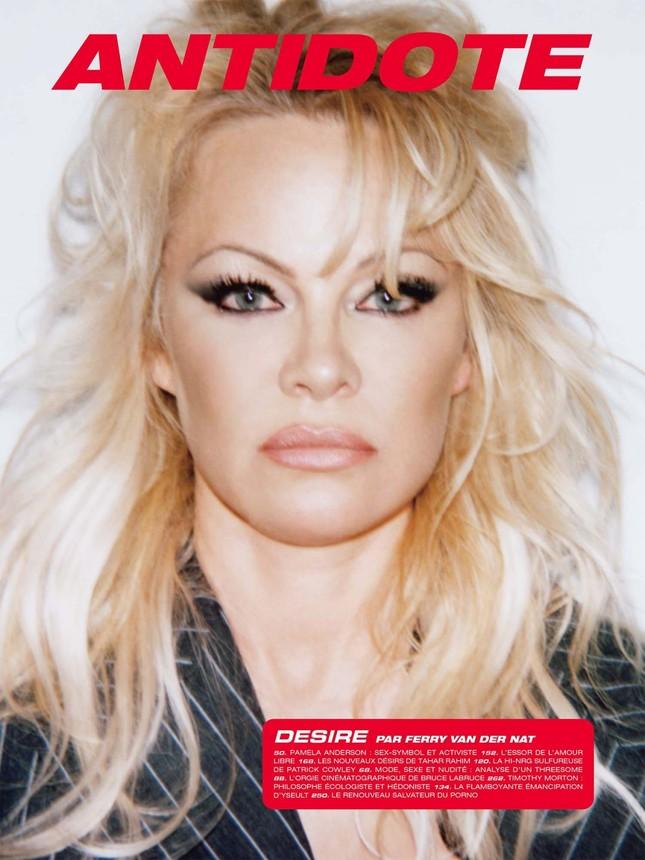 'Quả bom gợi cảm' Pamela Anderson 52 tuổi vẫn khiến các quý ông say đắm ảnh 2