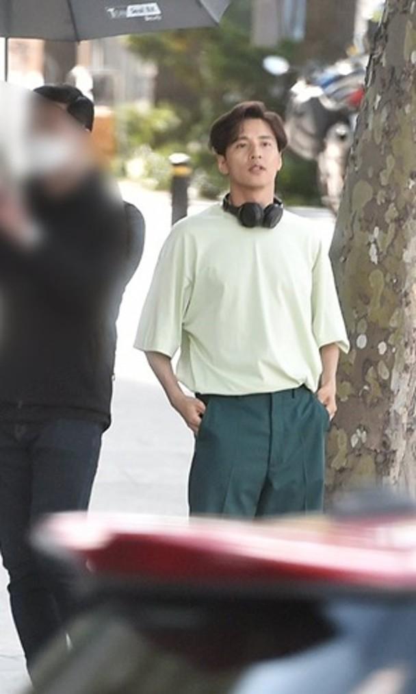 Won Bin bất ngờ lộ diện sau nhiều năm ở ẩn, ngoại hình tuổi 42 đốn tim fan ảnh 3