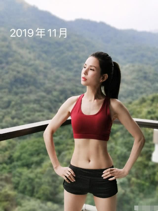 Kinh ngạc sắc vóc U50 trẻ đẹp của 'Tiểu Long Nữ' Lý Nhược Đồng ảnh 2