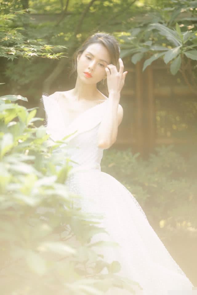 Kinh ngạc sắc vóc U50 trẻ đẹp của 'Tiểu Long Nữ' Lý Nhược Đồng ảnh 5