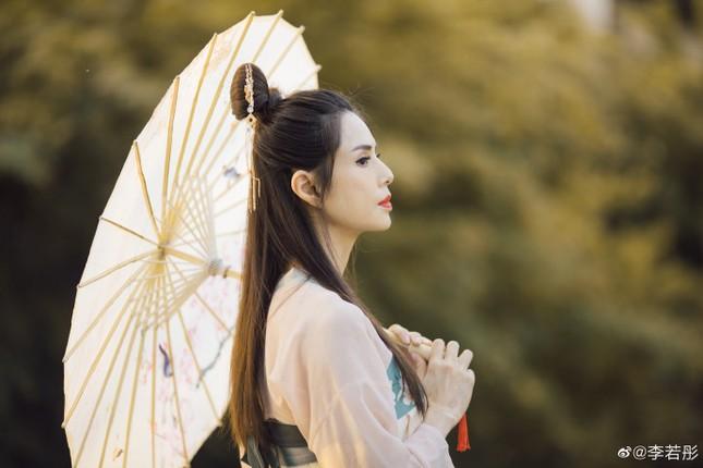 Kinh ngạc sắc vóc U50 trẻ đẹp của 'Tiểu Long Nữ' Lý Nhược Đồng ảnh 7