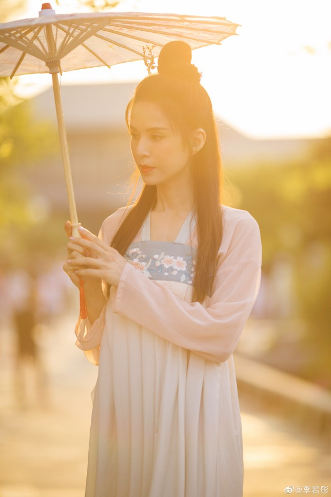 Kinh ngạc sắc vóc U50 trẻ đẹp của 'Tiểu Long Nữ' Lý Nhược Đồng ảnh 8