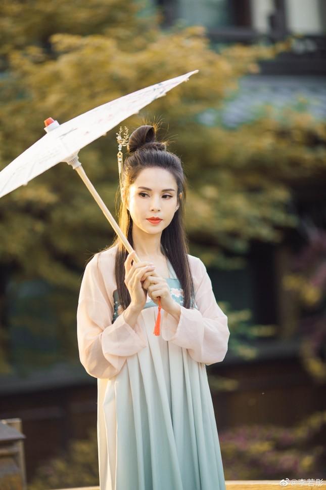 Kinh ngạc sắc vóc U50 trẻ đẹp của 'Tiểu Long Nữ' Lý Nhược Đồng ảnh 9