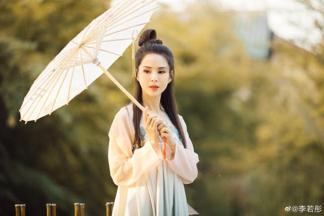 Kinh ngạc sắc vóc U50 trẻ đẹp của 'Tiểu Long Nữ' Lý Nhược Đồng ảnh 6