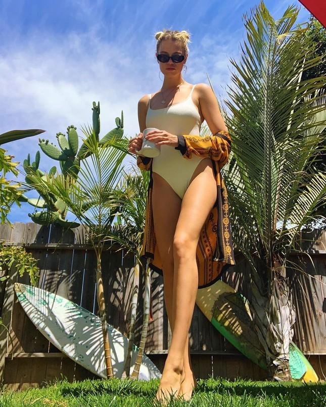 Người mẫu 1m80 Hailey Clauson diện áo tắm khoe lợi thế chân dài ảnh 2
