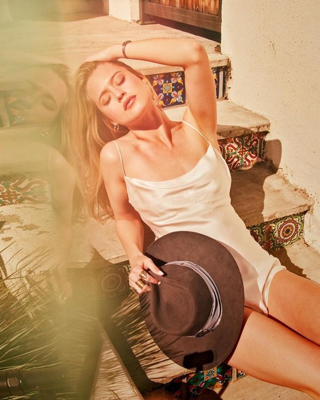 Thiên thần tóc vàng Hailey Carlson mặt xinh dáng đẹp hút hồn ảnh 9