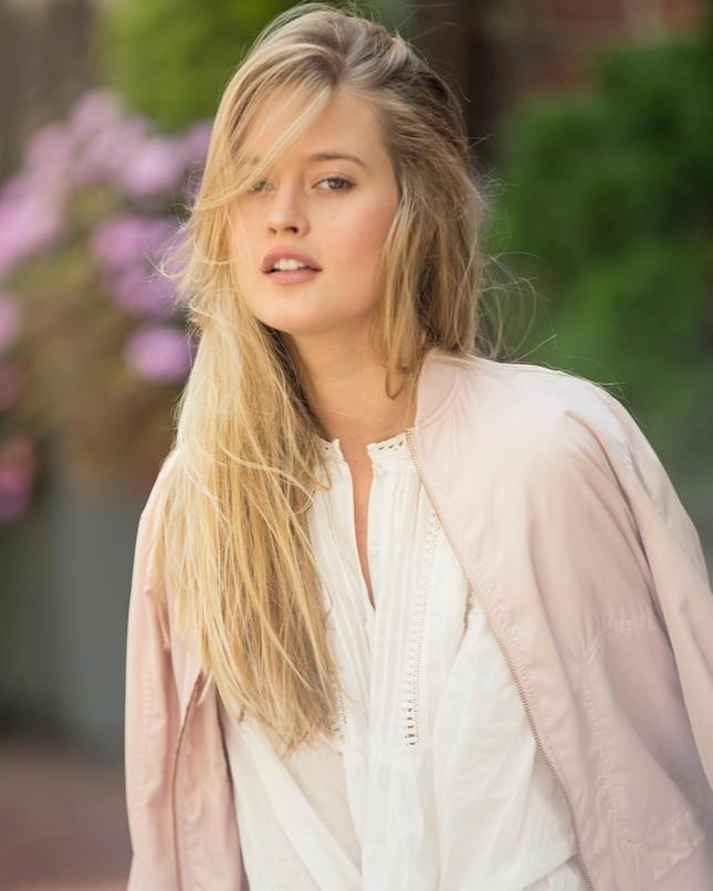Thiên thần tóc vàng Hailey Carlson mặt xinh dáng đẹp hút hồn ảnh 6
