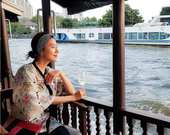 Ngỡ ngàng nhan sắc gợi cảm U60 của bà cả phim 'Thế giới hôn nhân' ảnh 10