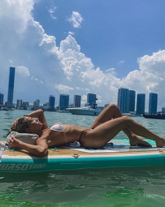 Cindy Prado căng đầy sức sống thanh xuân với bikini da báo ảnh 9
