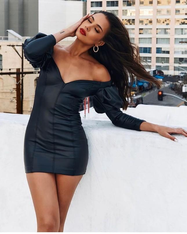 Người đẹp 9x Julia Peres diện áo tắm tôn đường cong đầy đặn ảnh 17