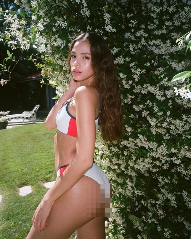 Người đẹp 9x Julia Peres diện áo tắm tôn đường cong đầy đặn ảnh 3