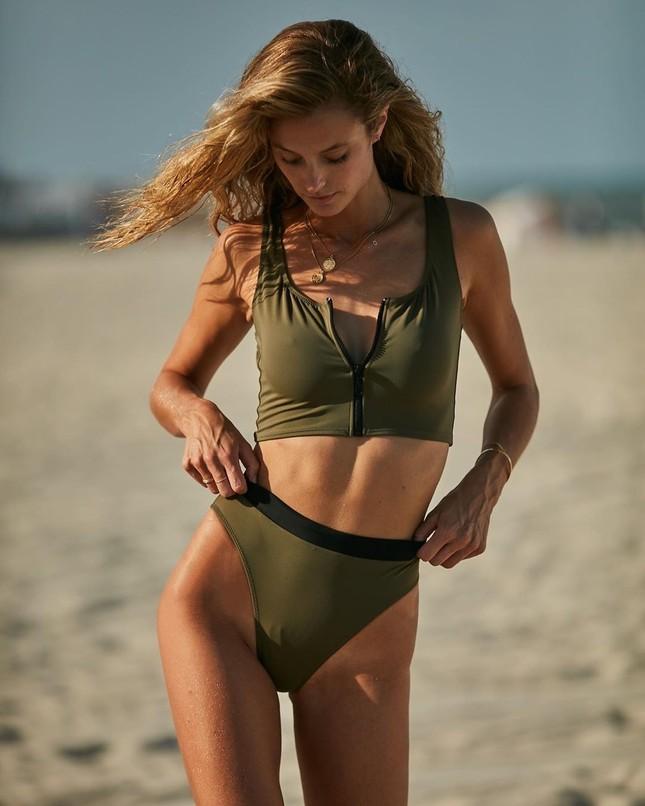 Người mẫu 1m80 Kate Bock quyến rũ với đôi chân dài miên man ảnh 12