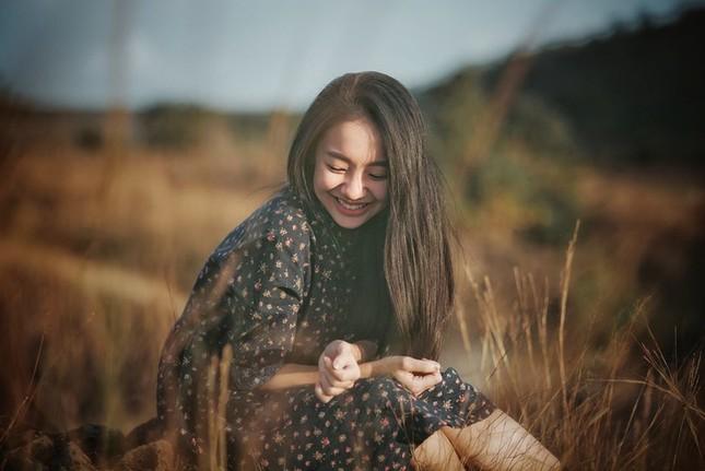 Vẻ đẹp nền nã thu hút của cô gái đóng thứ phi trong MV Hòa Minzy ảnh 10
