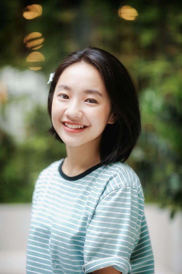 Vẻ đẹp nền nã thu hút của cô gái đóng thứ phi trong MV Hòa Minzy ảnh 8