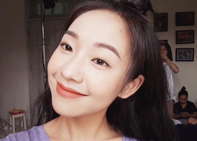 Vẻ đẹp nền nã thu hút của cô gái đóng thứ phi trong MV Hòa Minzy ảnh 7