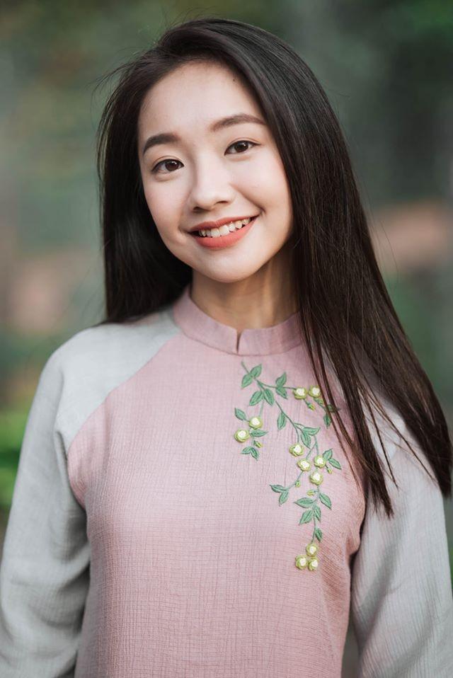 Vẻ đẹp nền nã thu hút của cô gái đóng thứ phi trong MV Hòa Minzy ảnh 4