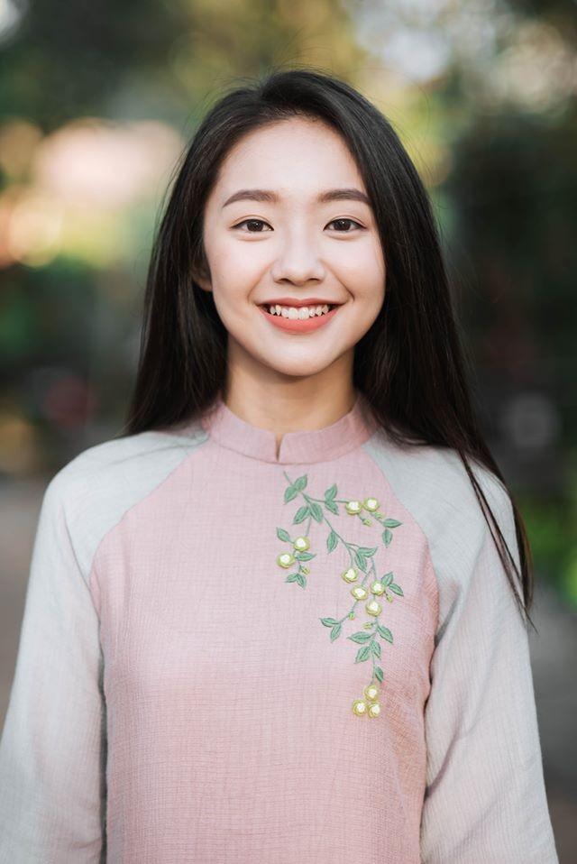 Vẻ đẹp nền nã thu hút của cô gái đóng thứ phi trong MV Hòa Minzy ảnh 3