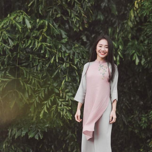 Vẻ đẹp nền nã thu hút của cô gái đóng thứ phi trong MV Hòa Minzy ảnh 5