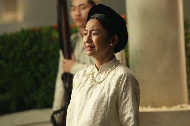 Vẻ đẹp nền nã thu hút của cô gái đóng thứ phi trong MV Hòa Minzy ảnh 1