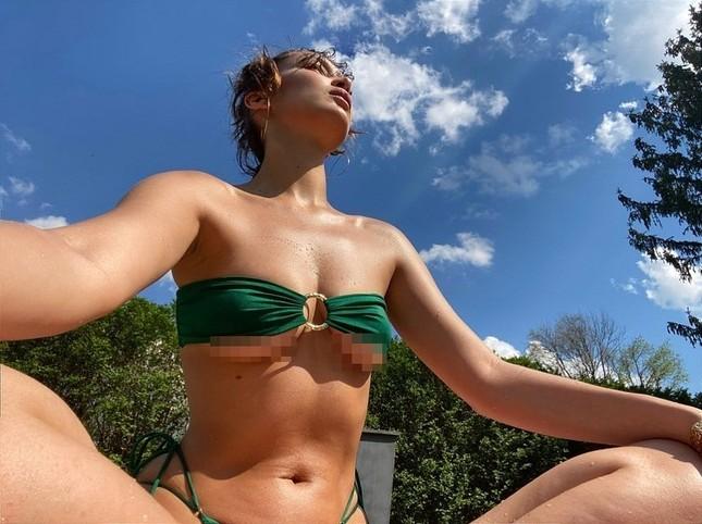 Bella Hadid tung ảnh bikini tắm nắng thu hút triệu lượt 'thả tim' ảnh 3