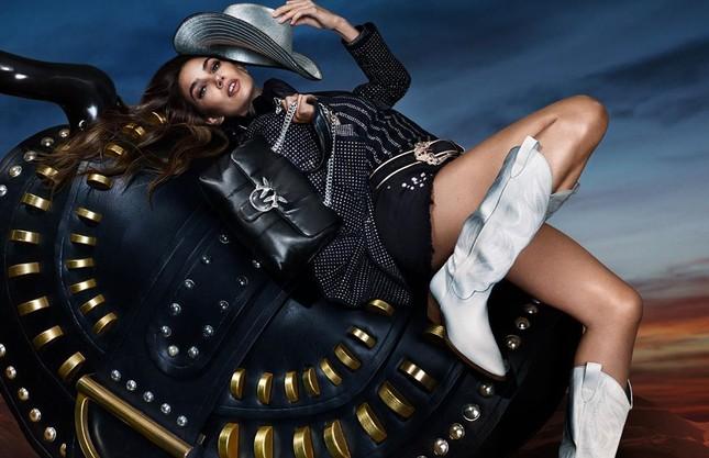 'Chân dài' Lily Aldridge bán nude tôn lưng trần nuột nà ảnh 2