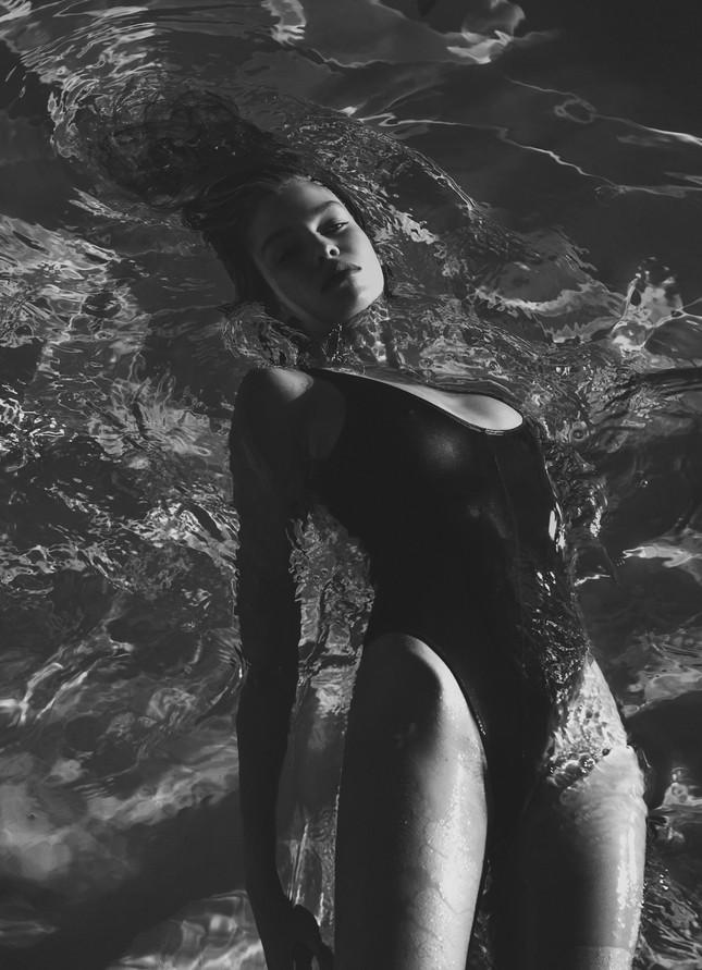 Thiên thần nội y Stella Maxwel ngực trần táo bạo ảnh 4
