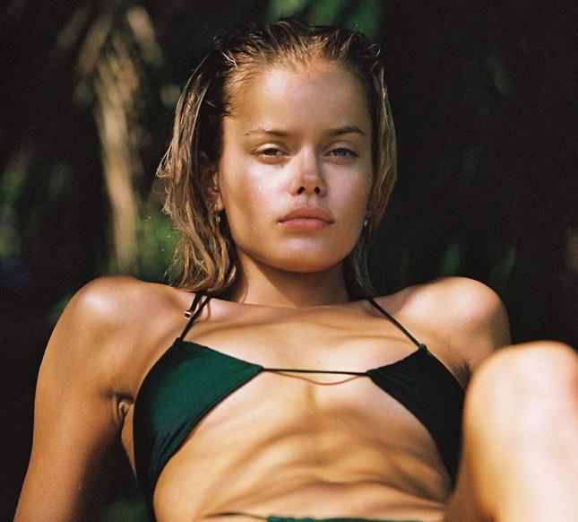 Người mẫu Frida Assen táo bạo 'thả rông vòng 1', khoe dáng nuột nà ảnh 9