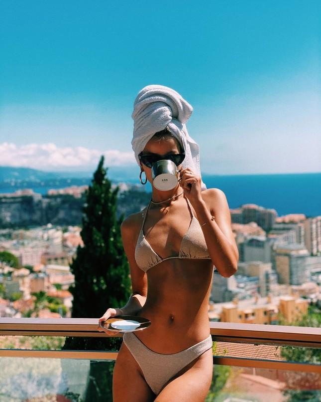 Người mẫu Frida Assen táo bạo 'thả rông vòng 1', khoe dáng nuột nà ảnh 6