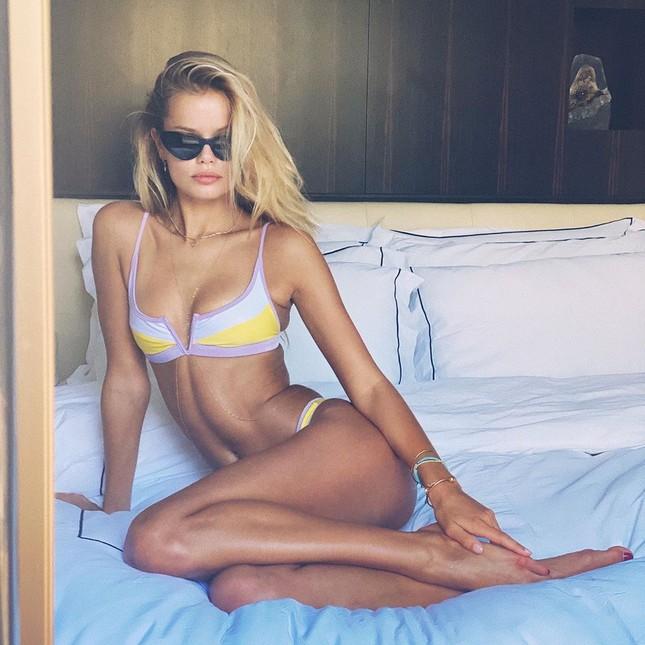 Người mẫu Frida Assen táo bạo 'thả rông vòng 1', khoe dáng nuột nà ảnh 1