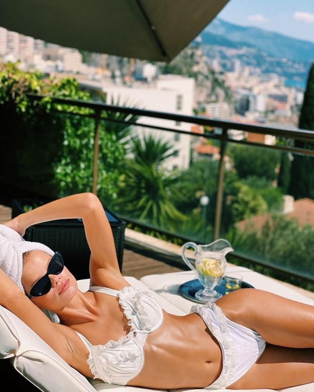 Người mẫu Frida Assen táo bạo 'thả rông vòng 1', khoe dáng nuột nà ảnh 5