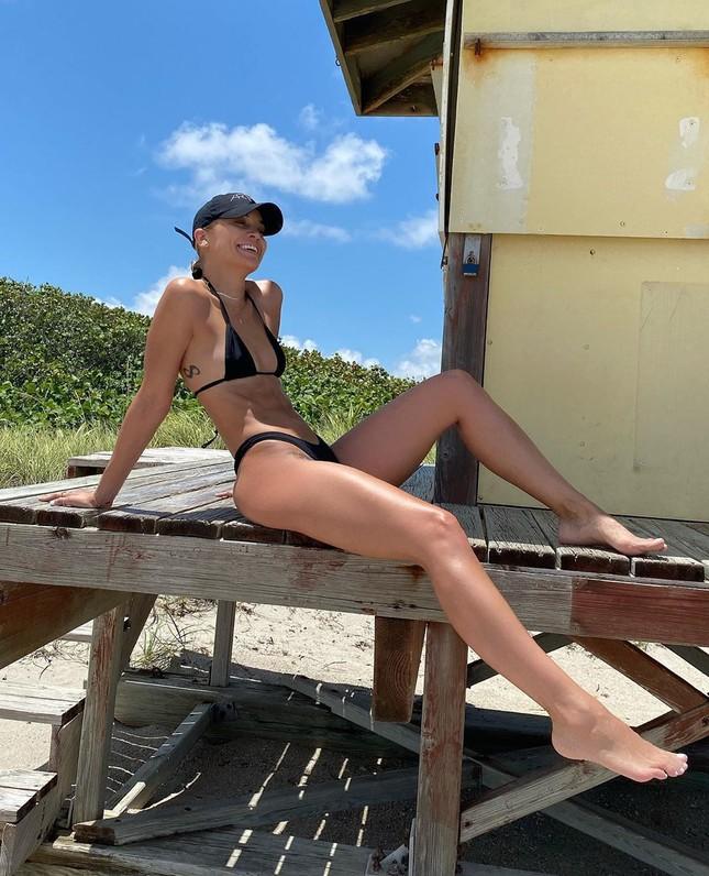 Người mẫu Đức Jasmine Sanders thả dáng hút mắt trên biển Bali ảnh 5