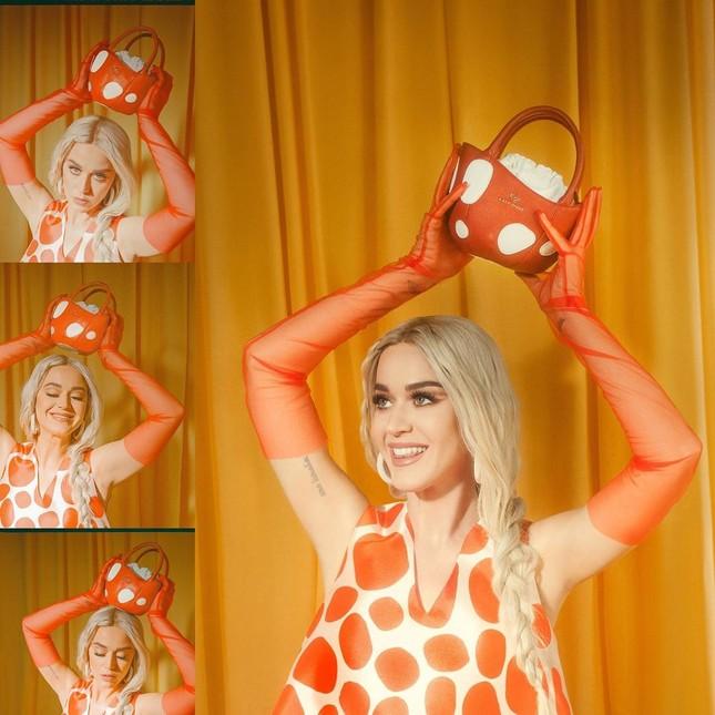 Katy Perry bụng bầu 'lùm lùm', mặc áo tắm đi nghỉ với hôn phu Orlando Bloom ảnh 11