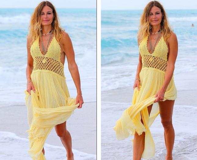 Cựu siêu mẫu Kelly Bensimon 52 tuổi thả dáng 'bốc lửa' trên biển ảnh 6