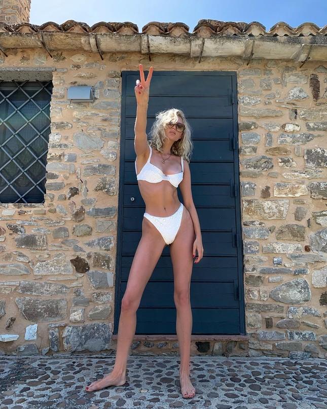 Elsa Hosk tung series ảnh bikini 'đốt cháy' nắng hè ảnh 13