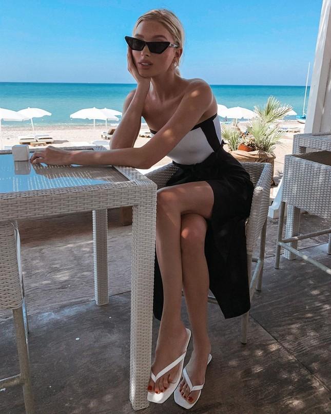 Elsa Hosk tung series ảnh bikini 'đốt cháy' nắng hè ảnh 14