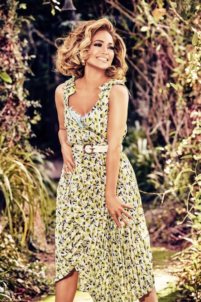 Ba vòng nóng bỏng, Jennifer Lopez rạng ngời xuân sắc ở tuổi 50 ảnh 8