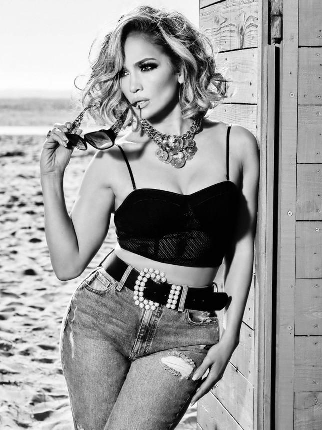Ba vòng nóng bỏng, Jennifer Lopez rạng ngời xuân sắc ở tuổi 50 ảnh 13