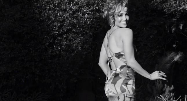Ba vòng nóng bỏng, Jennifer Lopez rạng ngời xuân sắc ở tuổi 50 ảnh 12