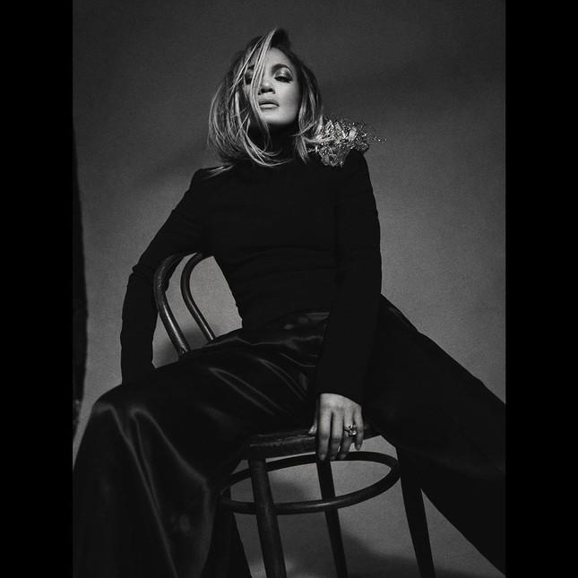 Ba vòng nóng bỏng, Jennifer Lopez rạng ngời xuân sắc ở tuổi 50 ảnh 18