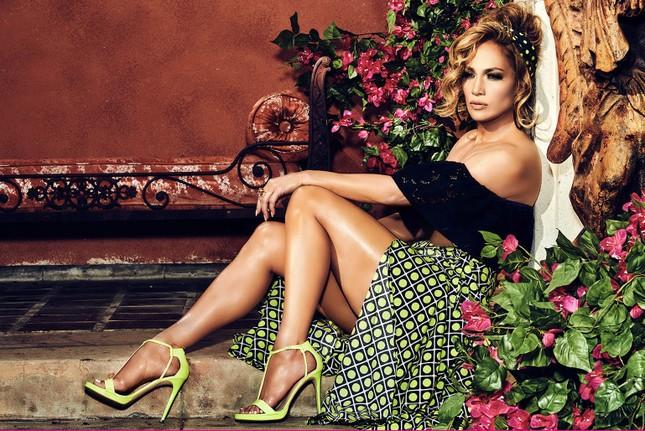 Ba vòng nóng bỏng, Jennifer Lopez rạng ngời xuân sắc ở tuổi 50 ảnh 7