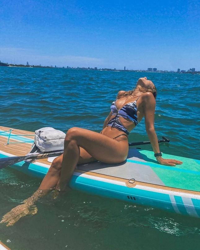 Cindy Prado diện bikini 'giải nhiệt' nắng hè trên biển ảnh 5