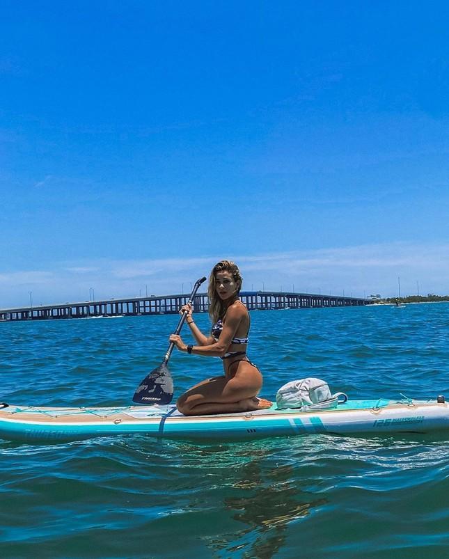 Cindy Prado diện bikini 'giải nhiệt' nắng hè trên biển ảnh 6