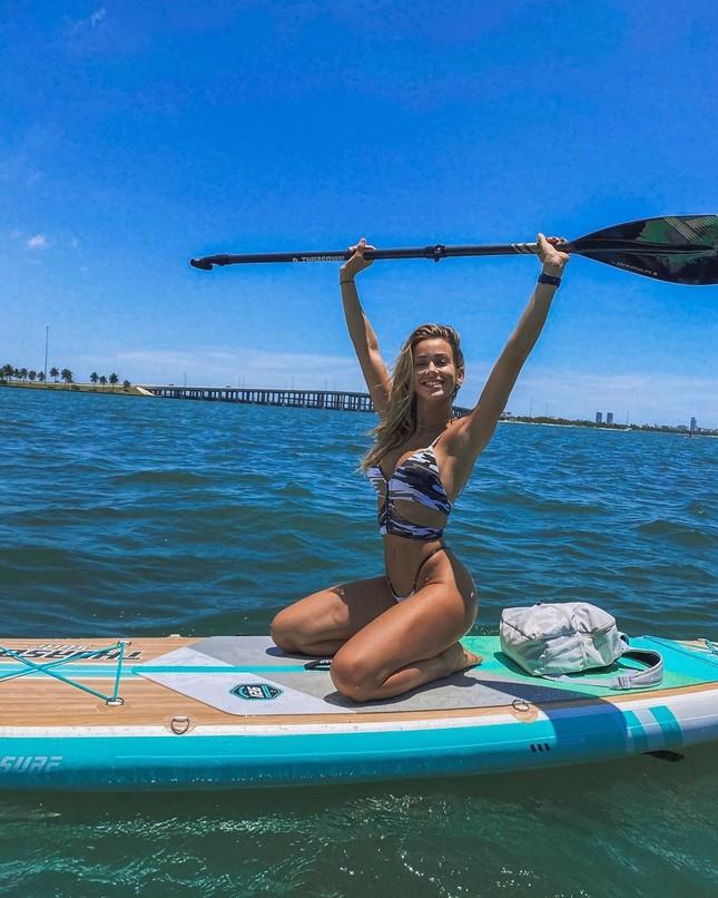 Cindy Prado diện bikini 'giải nhiệt' nắng hè trên biển ảnh 2