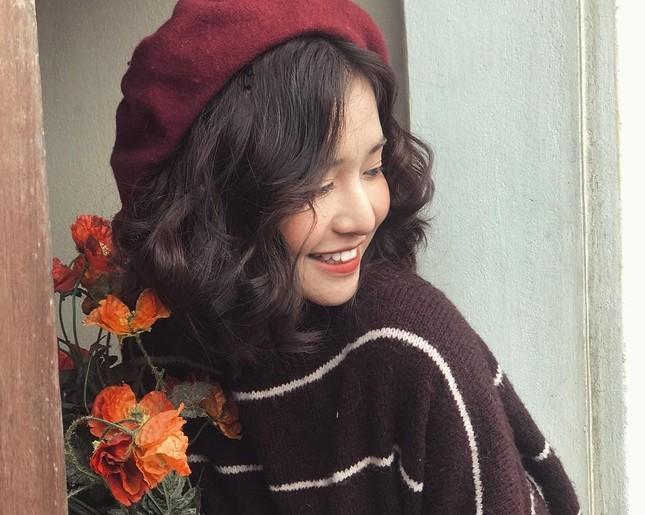 Nụ cười tỏa nắng bên hoa của nữ sinh trường đại học FPT ảnh 10
