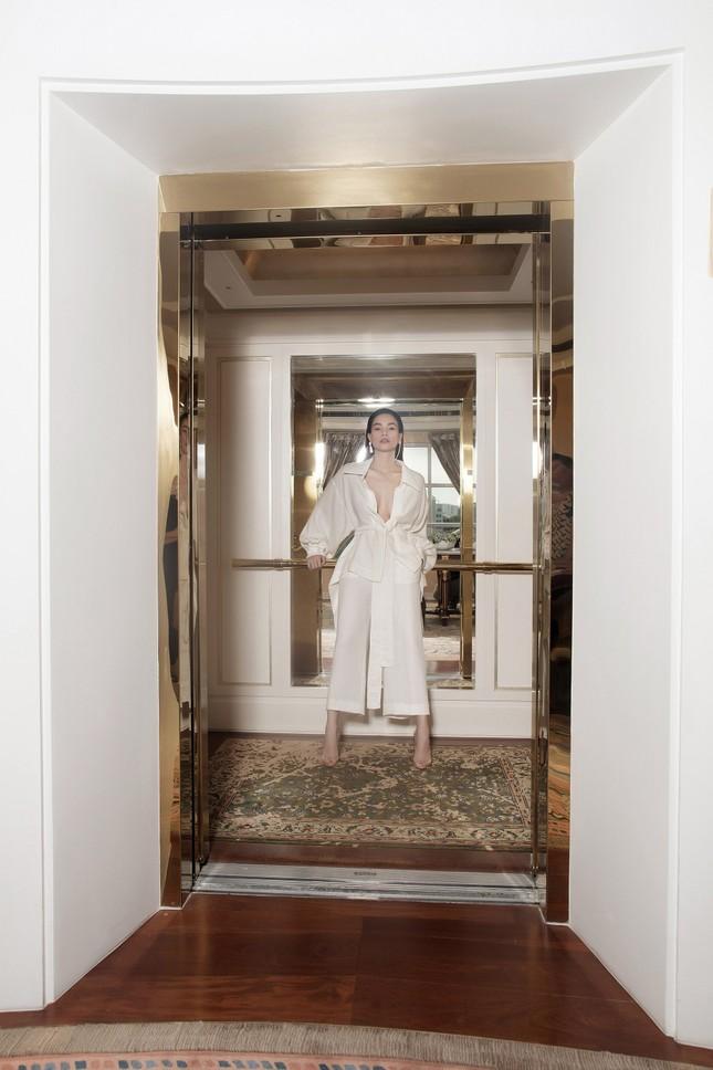 Hồ Ngọc Hà - Thanh Hằng siêu gợi cảm với váy áo Công Trí, gây 'bão' trên Vogue Pháp ảnh 3